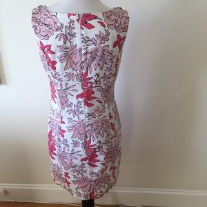 Brooks Brothers Dresses - Brooks Brothers floral sheath dress - size 6